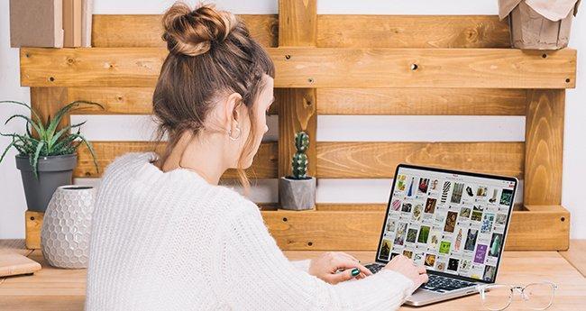 girl using pinterest on laptop